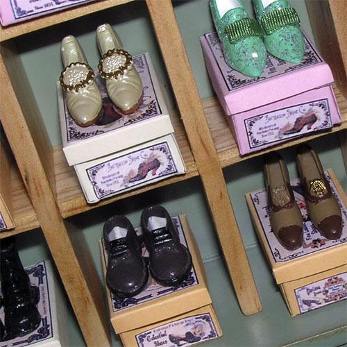 Nel negozio di scarpe e accessori